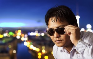 Mann mit Sonnenbrille - der ultimativ coole Typ.
