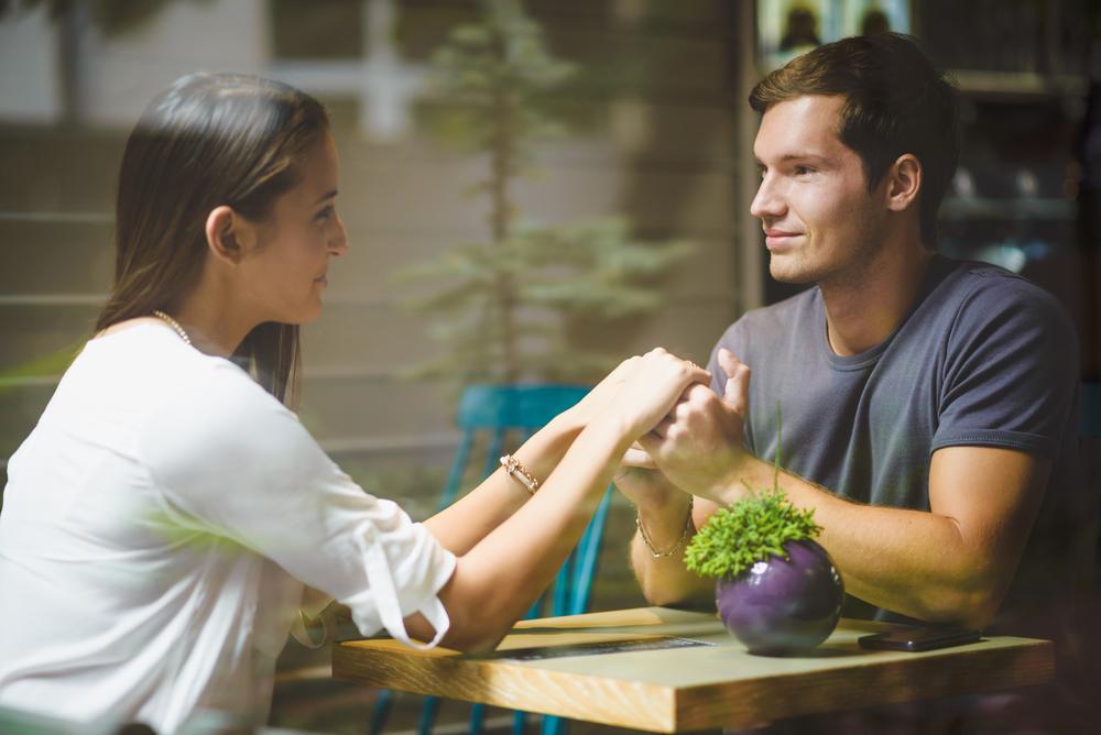 Wer bezahlt auf dem ersten Date? Das richtige Signal zu senden ist entscheidend.